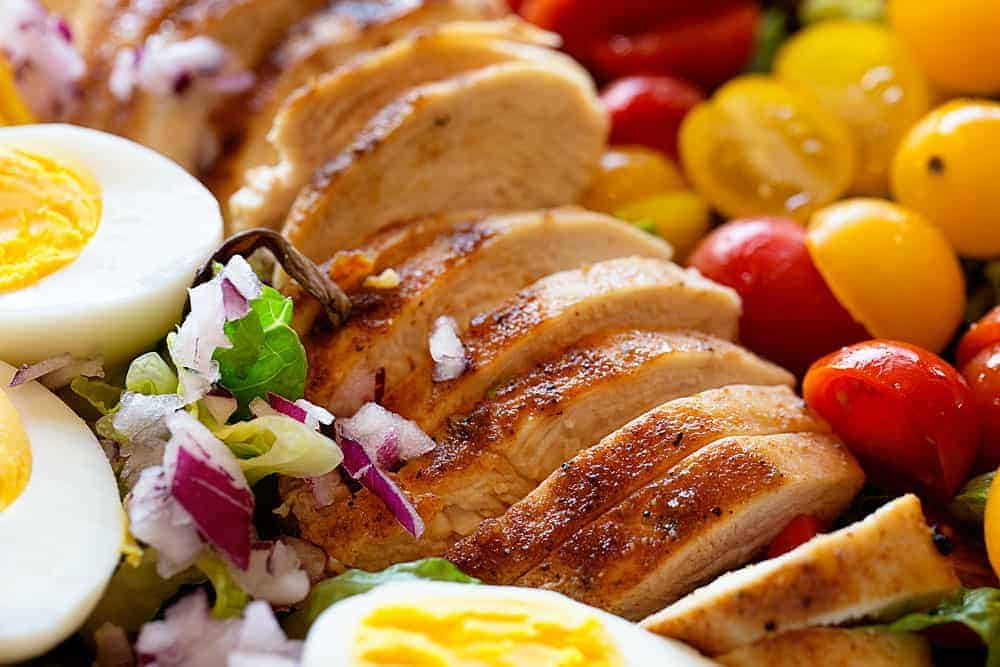 Just a few ingredients is all you need for this amazing and perfect salad!