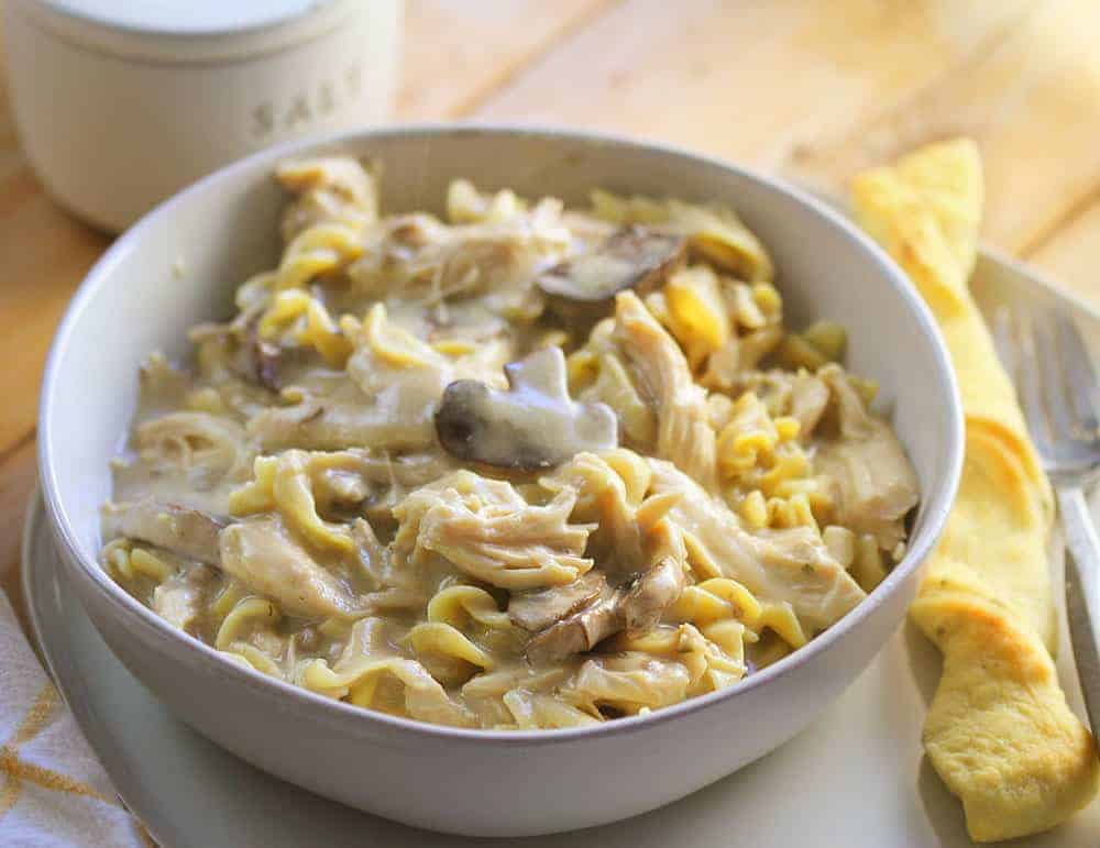 Slow Cooker Chicken Noodles #Weeknightmeal #chickenandnoodles #crockpot