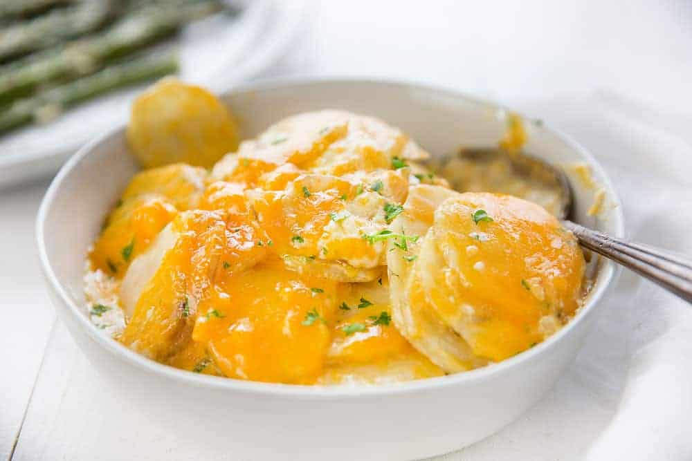 Cheesy Crockpot Scalloped Potatoes
